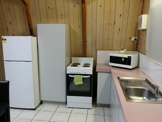 Discovery Parks – Bunbury Village : a well equipped kitchen