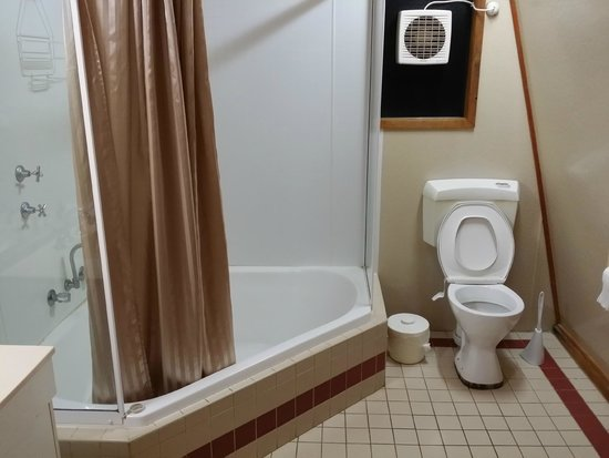a clean bathroom - Picture of Discovery Parks - Bunbury