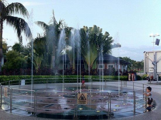 Tanjung Aru Perdana Park : A fountain