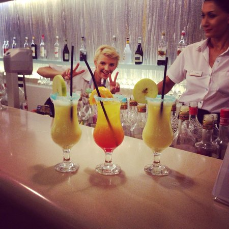 Atlantica Porto Bello Beach : Great bar girls