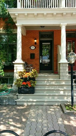 Avalon Bed & Breakfast: Beautiful, well-kept, clean, tastefully decorated Avalon B&B.