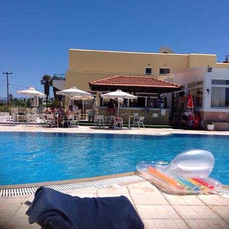 Nefeli Hotel : the beautiful pool, outside bar and sitting area.