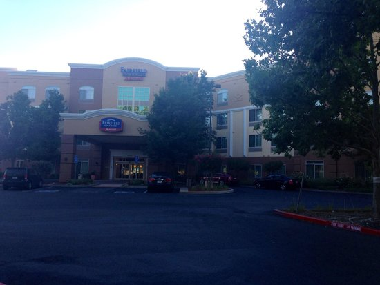 Fairfield Inn & Suites Rancho Cordova: Exterior