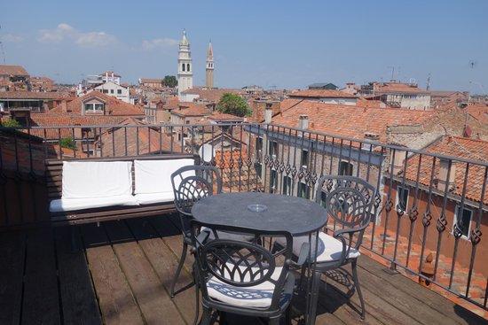 Metropole Hotel: Balcony