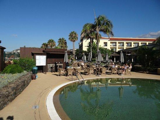 Porto Santa Maria Hotel: Pool and outside dining area