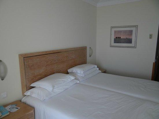 Porto Santa Maria Hotel: Our comfy bed