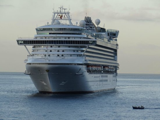 Porto Santa Maria Hotel: View from our room - P&O Azura arriving in Funchal 21 July 2014