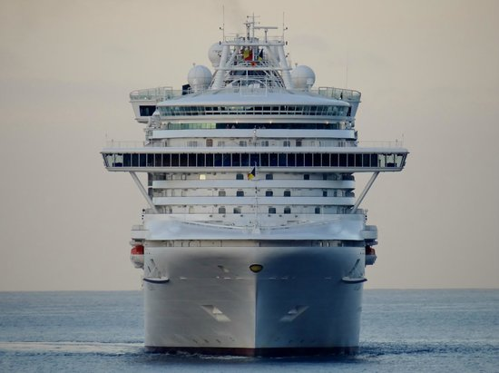 Porto Santa Maria Hotel: View from our room 221 P&O Azura arrving in Funchal 21 July 2014