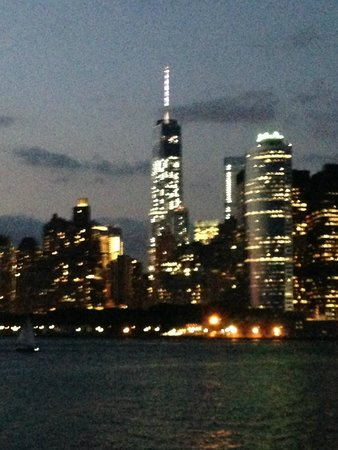 Hilton New York Fashion District: View from our dinner cruise, suggested by the concierge.