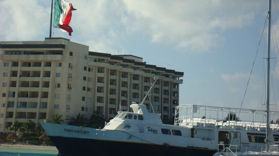 Cancun Clipper Club: Вид берега с катера