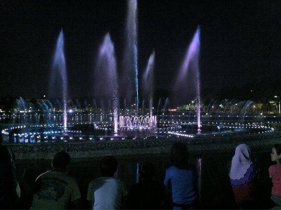 Tanjung Aru Perdana Park : Another fountain show