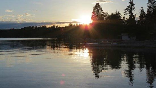 Islander Inn: Sunset on Flat Head Lake