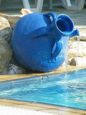 Mythos Studios: pool water feature