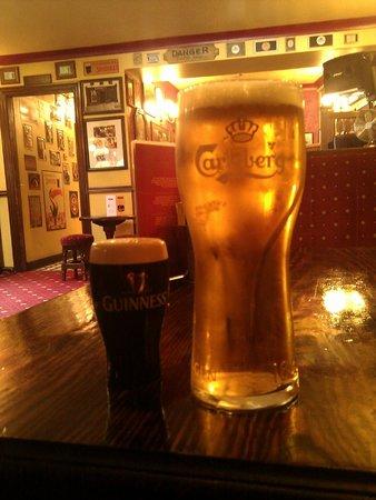 Lowry's Bar: Nice pub..