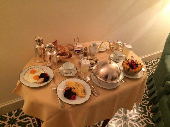 Belmond Hotel Caruso : Breakfast in bed