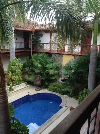 Hotel Plaza Colon : center courtyard