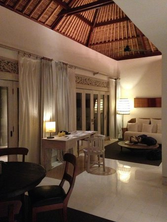 COMO Uma Ubud: Spacious living room and dining room (Uma Villa)