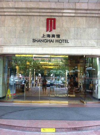 Shanghai Hotel: Front of Hotel