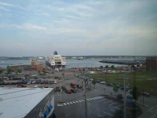 Residence Inn Portland Downtown/Waterfront: View from Room Window overlooking Ferry Dock