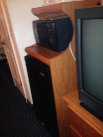 Red Roof Inn LaGrange: Microwave and mini frig