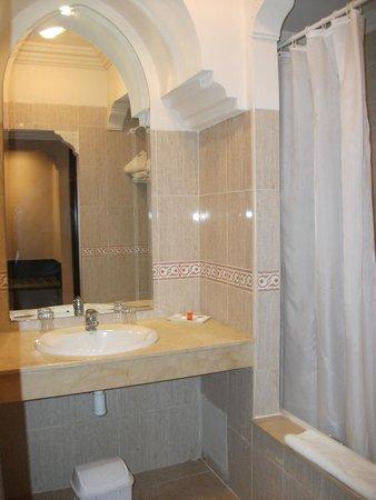 IBEROSTAR Club Palmeraie Marrakech: salle de bains avec baignoire entierement carrelée