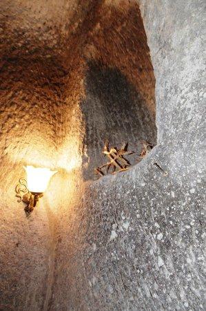 ShoeString Cave House: Decoration
