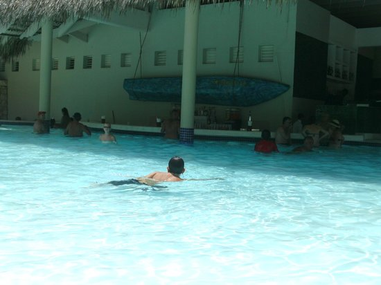 Iberostar Bavaro Suites: pool bar
