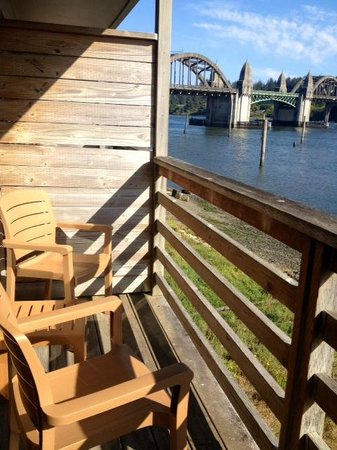 River House Inn: Restful deck with views