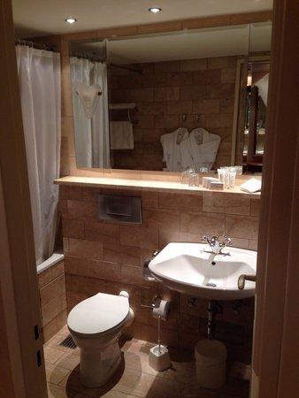 Kempinski Hotel Bristol: Badezimmer