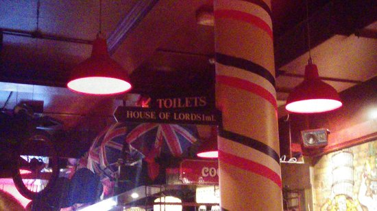 Porters English Restaurant: Sign for the toilets