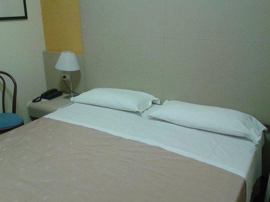 Hotel Centrale Byron: Letto camera matr economica