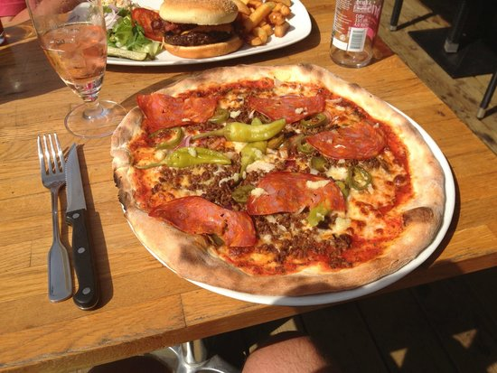 Spicy Pizza at Sportbar Nummer 10