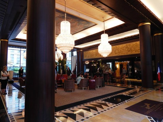 Hotel du Collectionneur: Lobby view