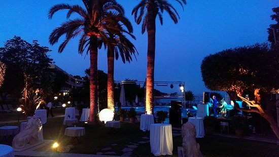 Hotel Son Caliu Spa Oasis: Evening entertainment at terrace bar