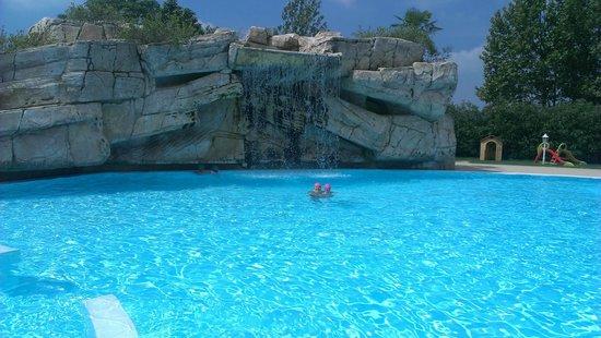 Gardaland Hotel: piscina 1.50 mt h