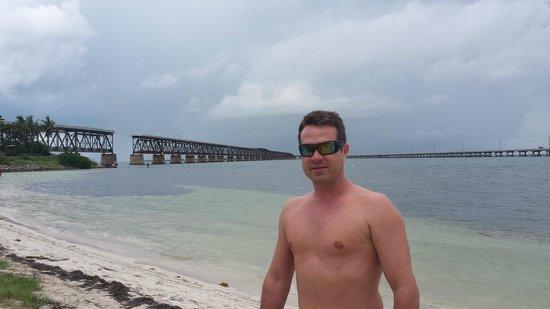 Bahia Honda State Park and Beach: ao fundo over seas e ponte desativada