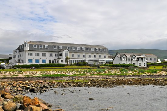 Best Western Kinloch Hotel: Kinloch Hotel from the beach