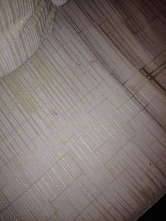 Hotel Amazing Nyaung Shwe: A sofa not so clean