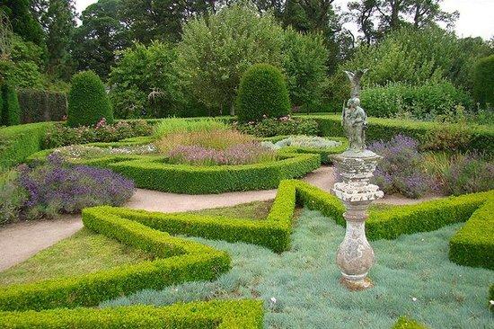 Cawdor Castle: The garden statue
