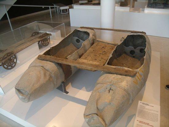 Mémorial de Caen : des réservoirs à avion utilisé pour pécher