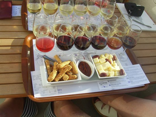 Smaragdi Hotel: Santos wine tasting