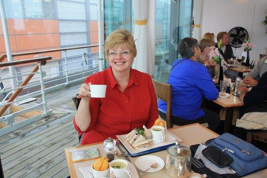 Royal Yacht Britannia: Lynda in the Britannia restaurant