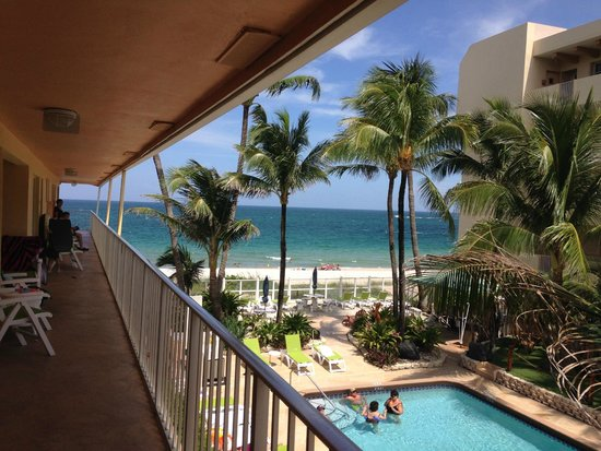 Windjammer Resort : 2nd floor balcony overlooking the pool and beach