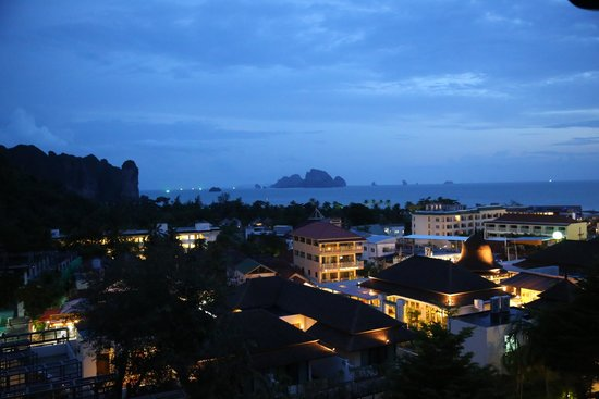 Aonang Cliff Beach Resort: twilight from the balcony