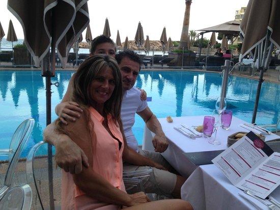 Pullman Cannes Mandelieu Royal Casino : dîner au bord de la piscine