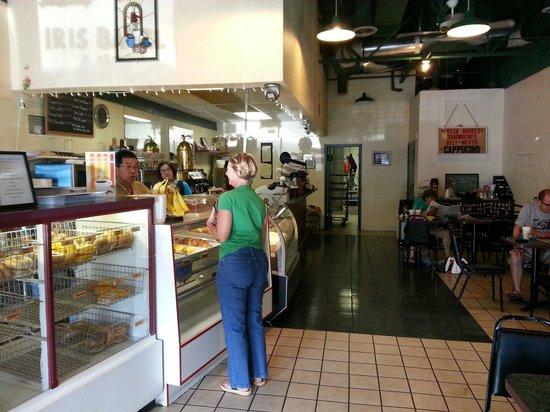 Iris Bagel and Coffee House: Inside
