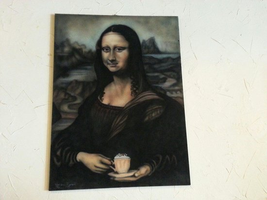 Iris Bagel and Coffee House: I don't remember the Mona Lisa holding that.