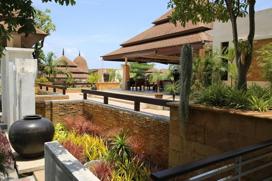 Aonang Cliff Beach Resort: the entrance to the Lobby
