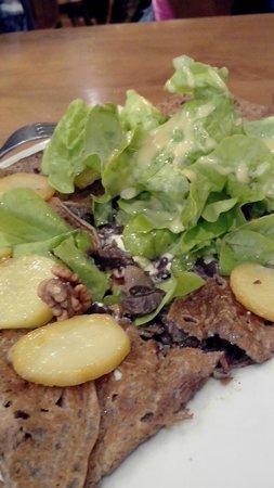 Crêperie des Lutins : Galette aux gésiers de dinde, pommes de terre, noix, délicieuse!