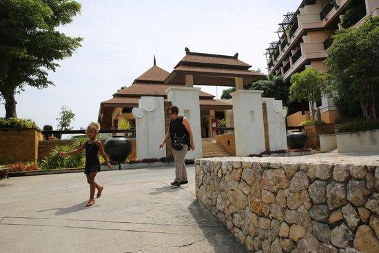 Aonang Cliff Beach Resort: drive up